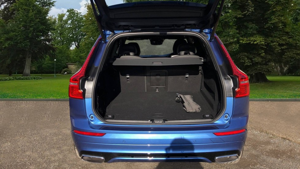 Volvo XC60 B5P Mild Hybrid R Design Pro Auto, Lounge Pack, Sunroof, 360 Camera, Wireless Phone Charging image 8