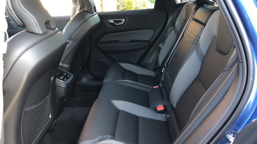 Volvo XC60 B5P Mild Hybrid R Design Pro Auto, Lounge Pack, Sunroof, 360 Camera, Wireless Phone Charging image 10