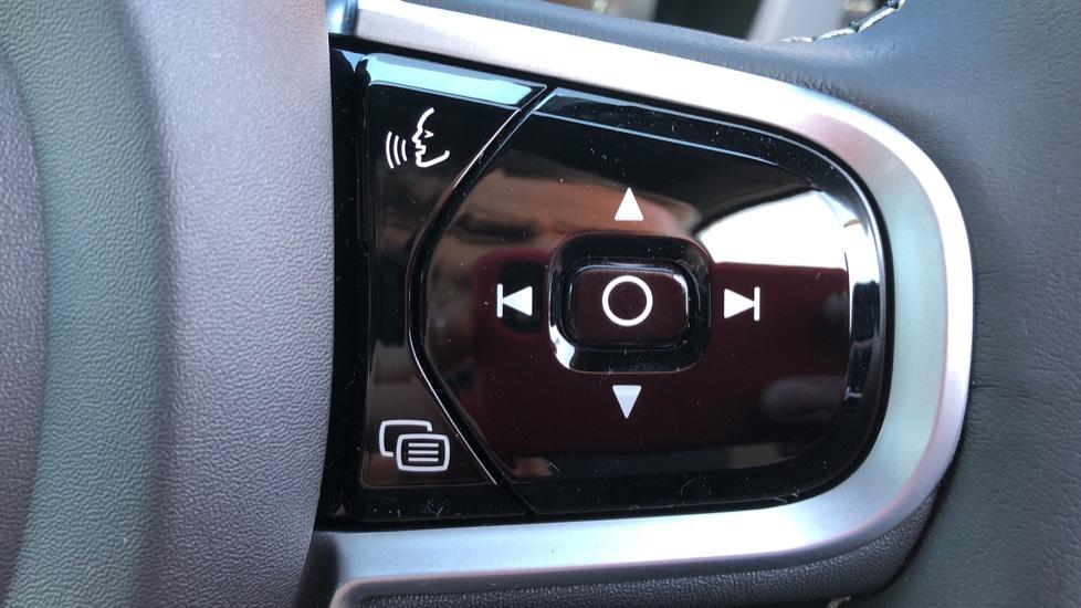 Volvo XC60 B5P Mild Hybrid R Design Pro Auto, Lounge Pack, Sunroof, 360 Camera, Wireless Phone Charging image 11