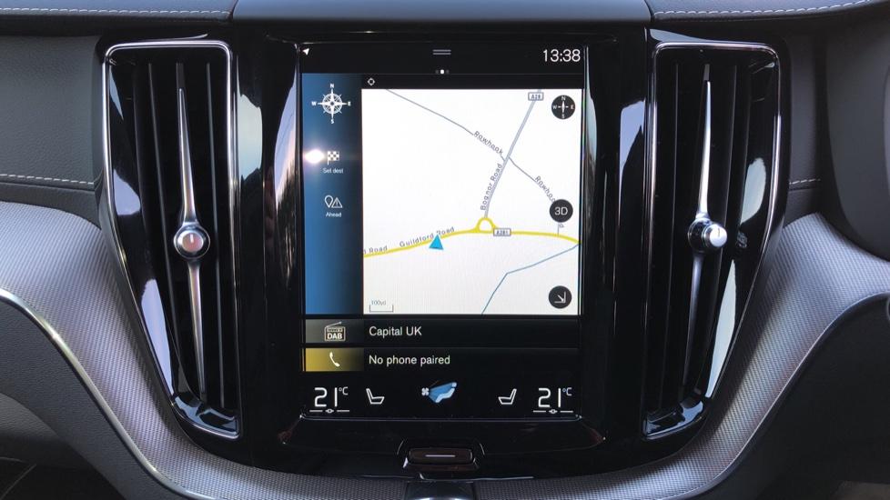 Volvo XC60 B5P Mild Hybrid R Design Pro Auto, Lounge Pack, Sunroof, 360 Camera, Wireless Phone Charging image 13