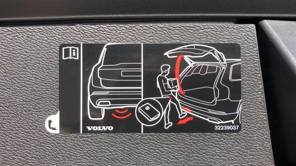 Volvo XC60 B5P Mild Hybrid R Design Pro Auto, Lounge Pack, Sunroof, 360 Camera, Wireless Phone Charging image 20