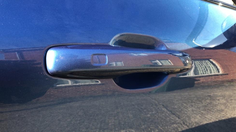 Volvo XC60 B5P Mild Hybrid R Design Pro Auto, Lounge Pack, Sunroof, 360 Camera, Wireless Phone Charging image 21