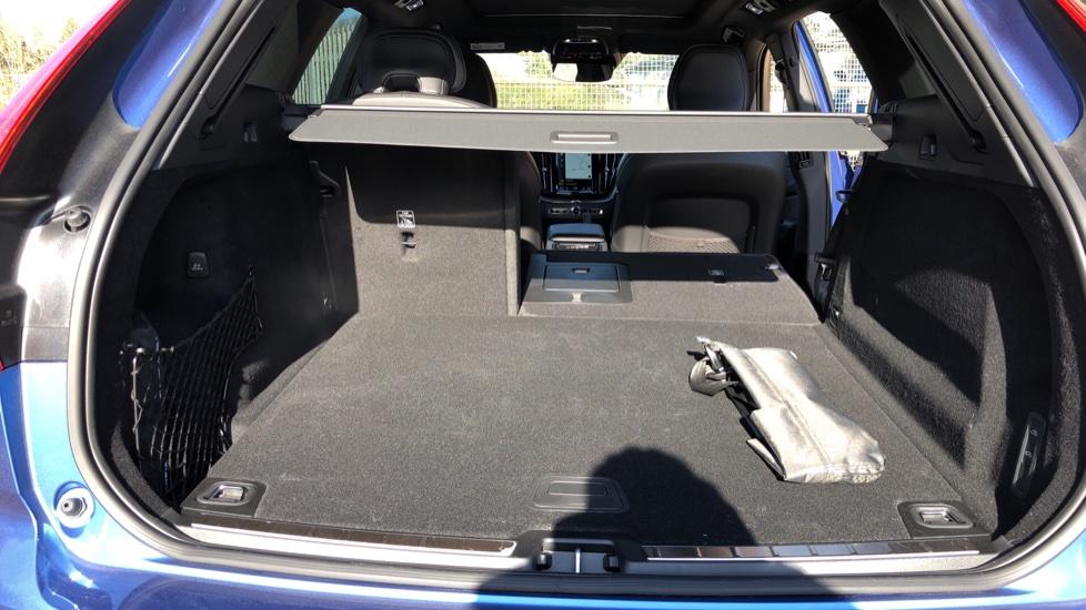 Volvo XC60 B5P Mild Hybrid R Design Pro Auto, Lounge Pack, Sunroof, 360 Camera, Wireless Phone Charging image 22