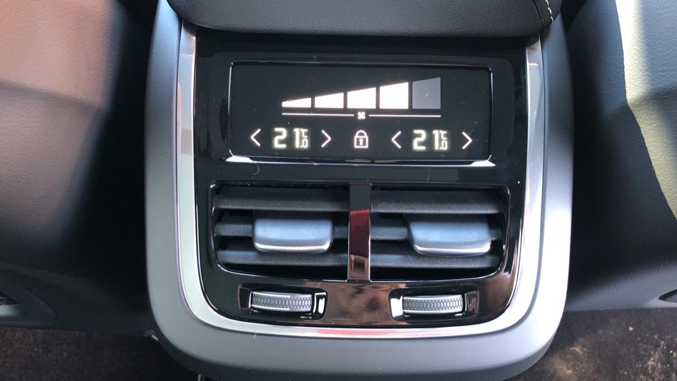 Volvo XC60 B5P Mild Hybrid R Design Pro Auto, Lounge Pack, Sunroof, 360 Camera, Wireless Phone Charging image 25