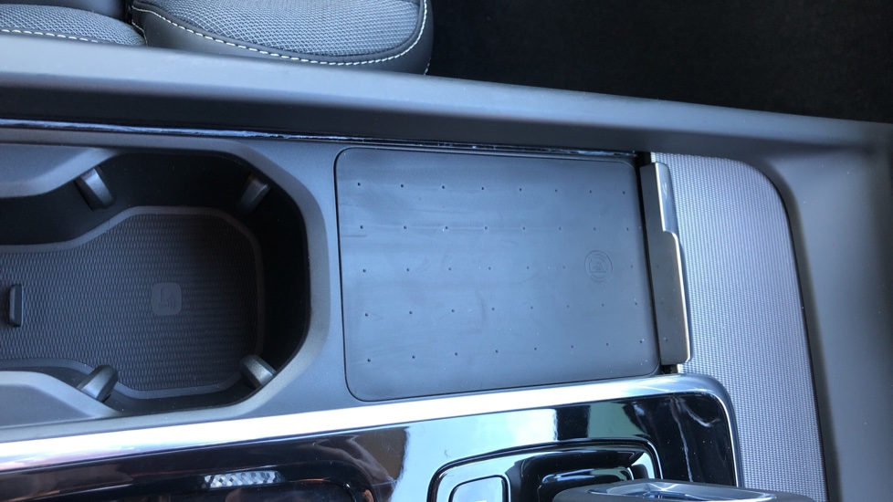 Volvo XC60 B5P Mild Hybrid R Design Pro Auto, Lounge Pack, Sunroof, 360 Camera, Wireless Phone Charging image 30