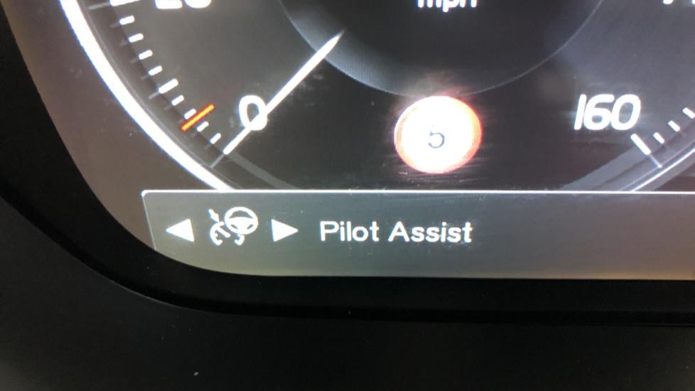 Volvo V90 D5 PowerPulse R Design AWD Auto, Nav, Adaptive Cruise, Front & Rear Sensors, DAB Radio image 10