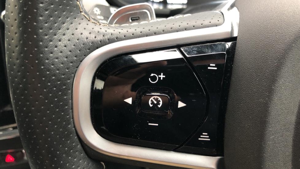 Volvo V90 D5 PowerPulse R Design AWD Auto, Nav, Adaptive Cruise, Front & Rear Sensors, DAB Radio image 13