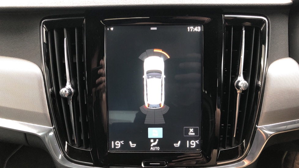 Volvo V90 D5 PowerPulse R Design AWD Auto, Nav, Adaptive Cruise, Front & Rear Sensors, DAB Radio image 6
