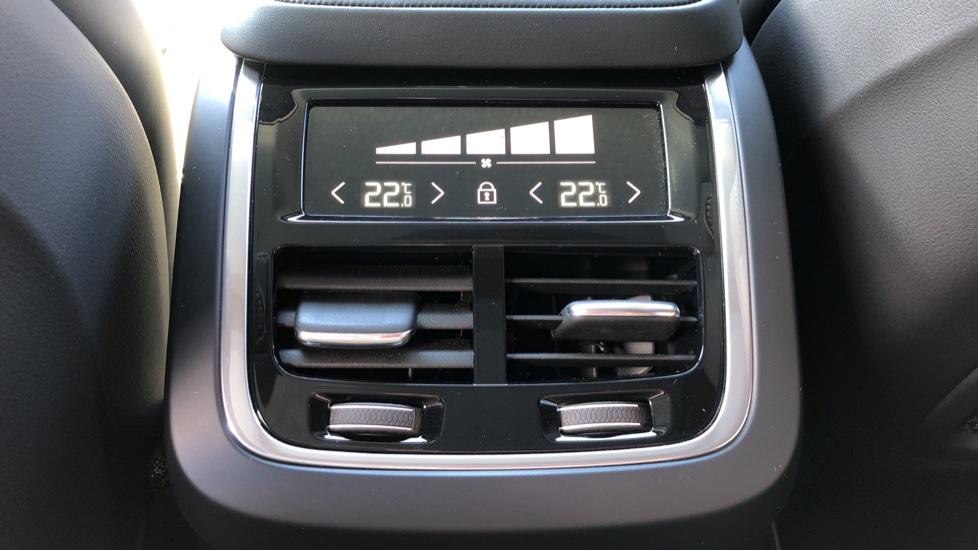 Volvo XC90 T8 Hybrid R Design Pro AWD Auto, 360 Camera, Panoramic Roof, F & R Park Sensors, Keyless Drive image 20