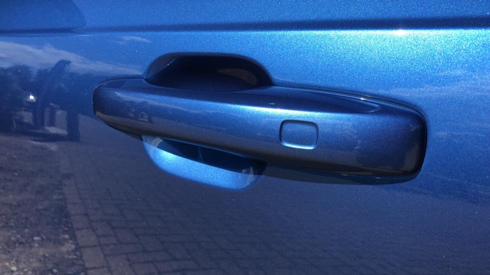 Volvo XC90 T8 Hybrid R Design Pro AWD Auto, 360 Camera, Panoramic Roof, F & R Park Sensors, Keyless Drive image 7