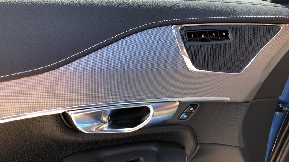 Volvo XC90 T8 Hybrid R Design Pro AWD Auto, 360 Camera, Panoramic Roof, F & R Park Sensors, Keyless Drive image 29