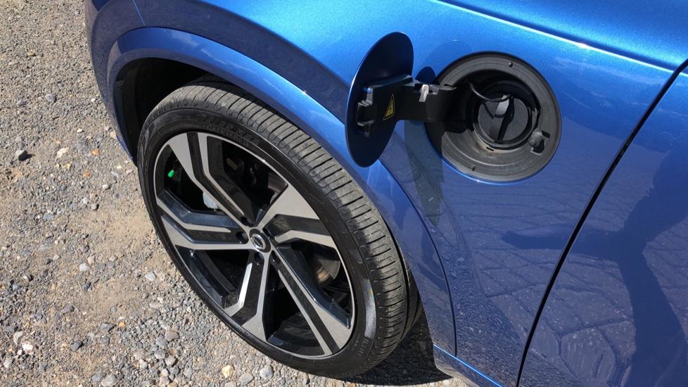 Volvo XC90 T8 Hybrid R Design Pro AWD Auto, 360 Camera, Panoramic Roof, F & R Park Sensors, Keyless Drive image 32