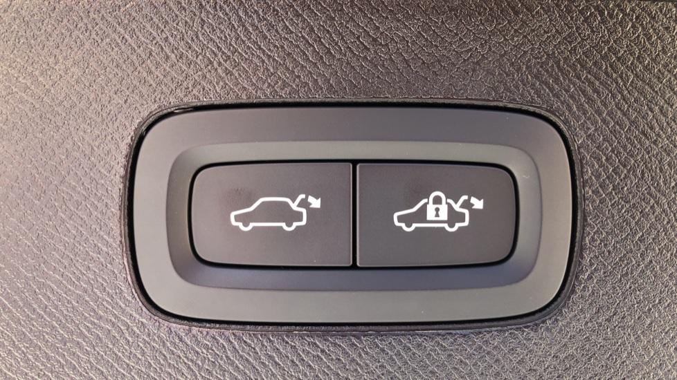 Volvo XC90 T8 Hybrid R Design Pro AWD Auto, 360 Camera, Panoramic Roof, F & R Park Sensors, Keyless Drive image 35