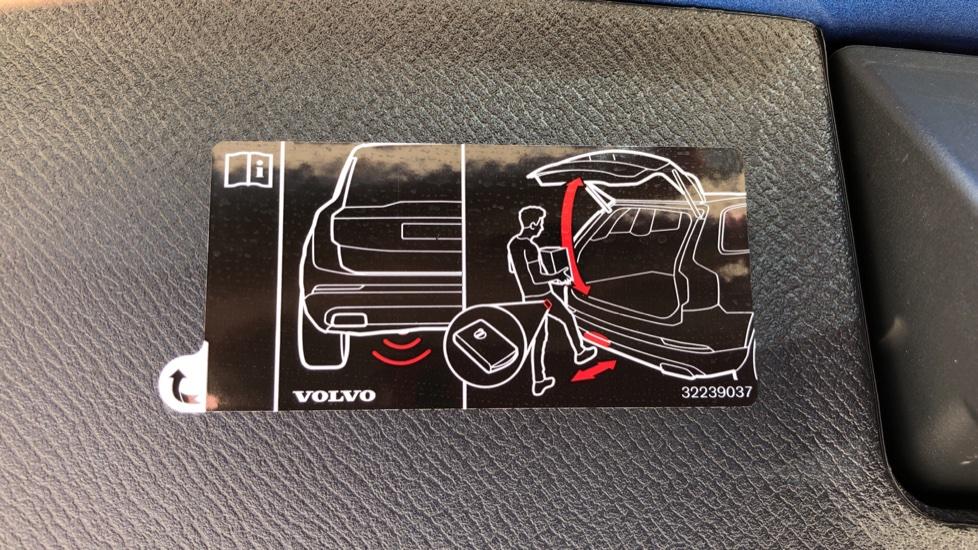 Volvo XC90 T8 Hybrid R Design Pro AWD Auto, 360 Camera, Panoramic Roof, F & R Park Sensors, Keyless Drive image 36