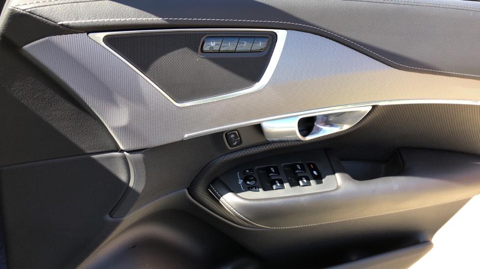 Volvo XC90 T8 Hybrid R Design Pro AWD Auto, 360 Camera, Panoramic Roof, F & R Park Sensors, Keyless Drive image 38
