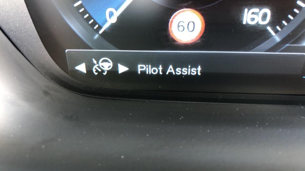 Volvo XC90 T8 Hybrid R Design Pro AWD Auto, 360 Camera, Panoramic Roof, F & R Park Sensors, Keyless Drive image 13