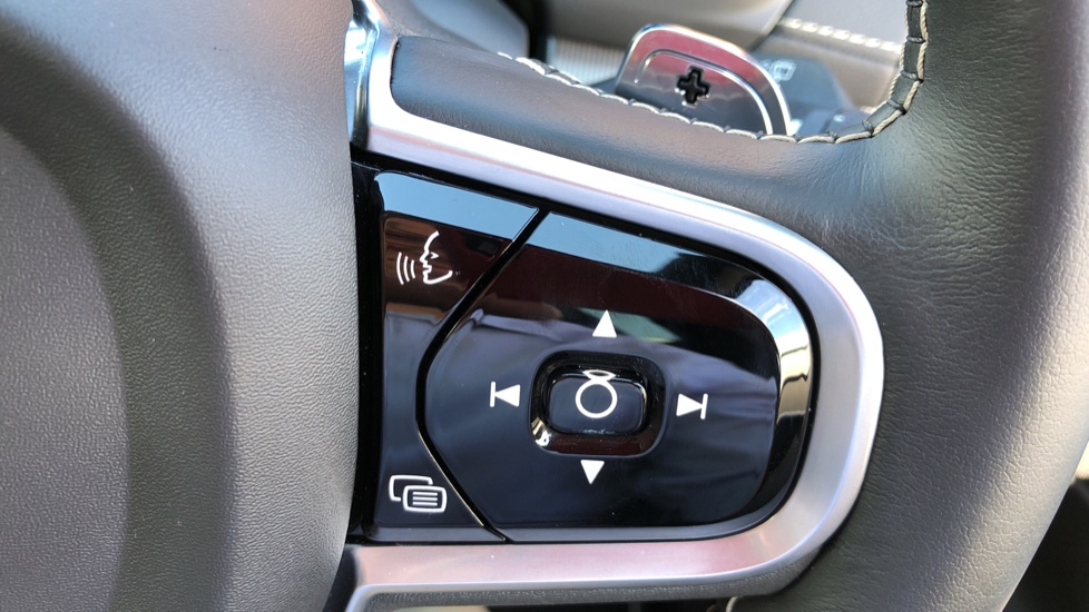 Volvo XC90 T8 Hybrid R Design Pro AWD Auto, 360 Camera, Panoramic Roof, F & R Park Sensors, Keyless Drive image 16