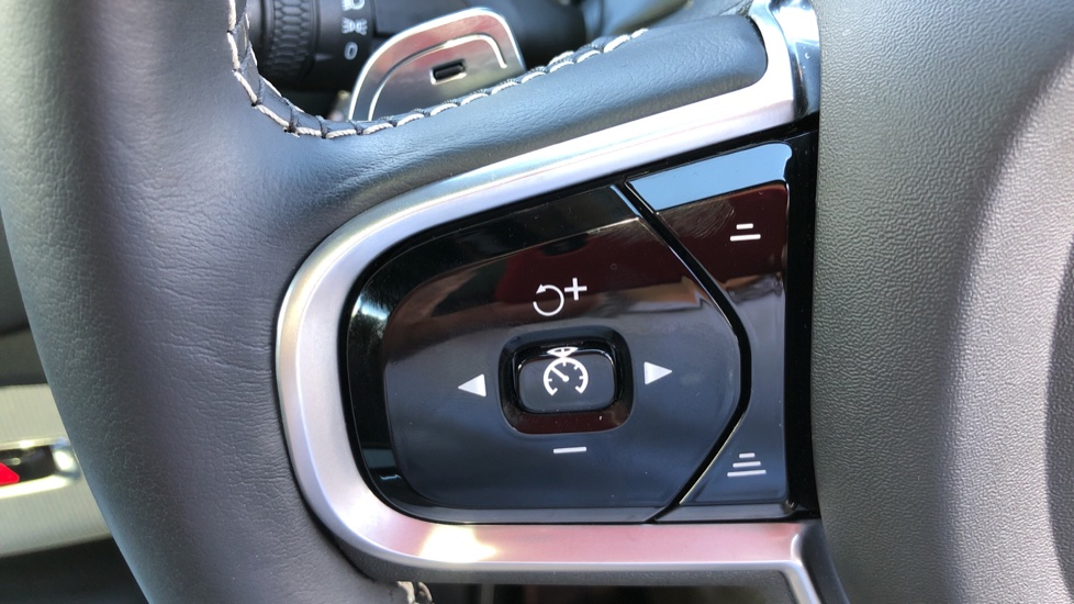 Volvo XC90 T8 Hybrid R Design Pro AWD Auto, 360 Camera, Panoramic Roof, F & R Park Sensors, Keyless Drive image 15