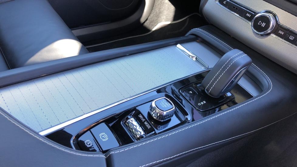 Volvo XC90 T8 Hybrid R Design Pro AWD Auto, 360 Camera, Panoramic Roof, F & R Park Sensors, Keyless Drive image 30