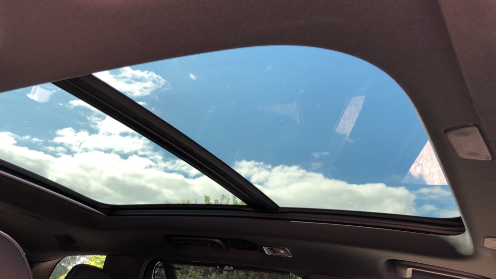 Volvo XC90 T8 Hybrid R Design Pro AWD Auto, 360 Camera, Panoramic Roof, F & R Park Sensors, Keyless Drive image 5
