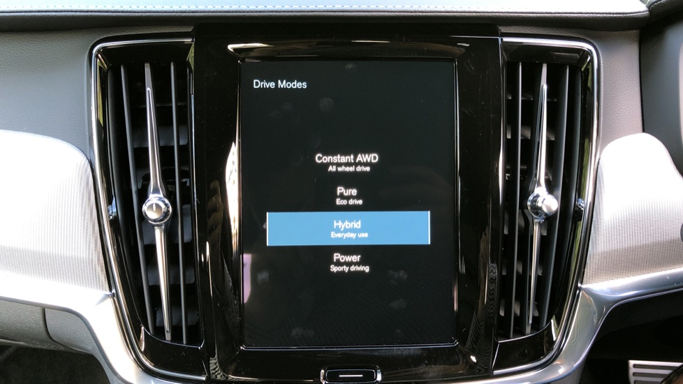 Volvo S90 T8 Recharge PHEV R Design AWD Auto, Climate Pack, Nav, Heated Screen, Rear Camera, Keyless Drive image 31