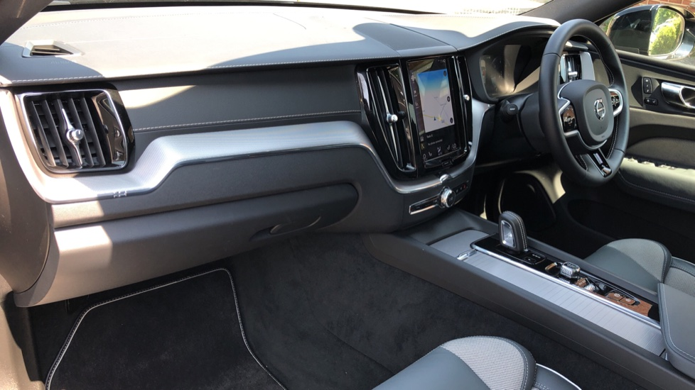 Volvo XC60 B4D Mild Hybrid R Design Pro AWD Auto, Sunroof, 360 Camera, Memory Seats, BLIS, Heated Screen image 11