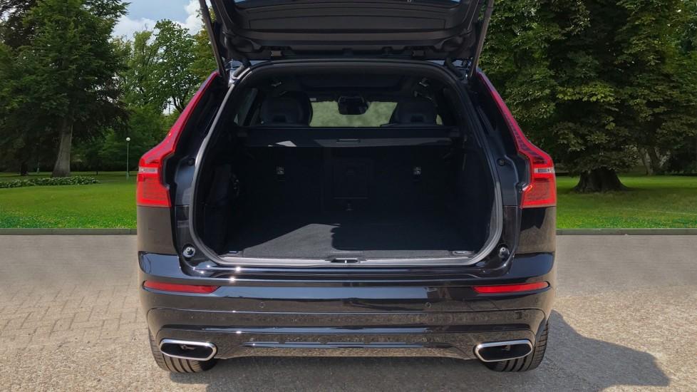 Volvo XC60 B4D Mild Hybrid R Design Pro AWD Auto, Sunroof, 360 Camera, Memory Seats, BLIS, Heated Screen image 4