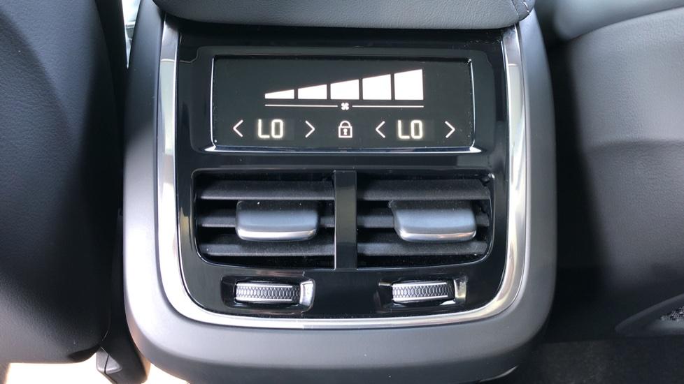 Volvo XC60 B4D Mild Hybrid R Design Pro AWD Auto, Sunroof, 360 Camera, Memory Seats, BLIS, Heated Screen image 21