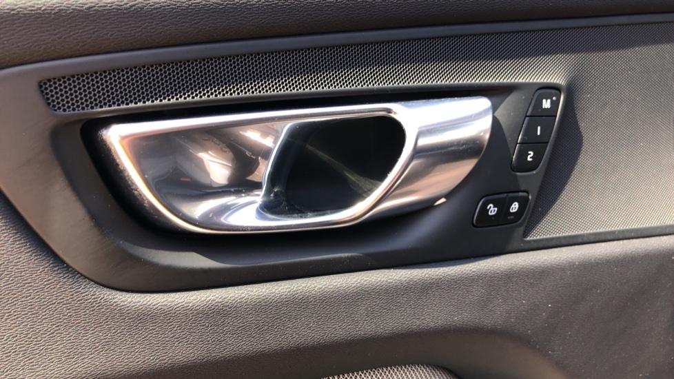 Volvo XC60 B4D Mild Hybrid R Design Pro AWD Auto, Sunroof, 360 Camera, Memory Seats, BLIS, Heated Screen image 39