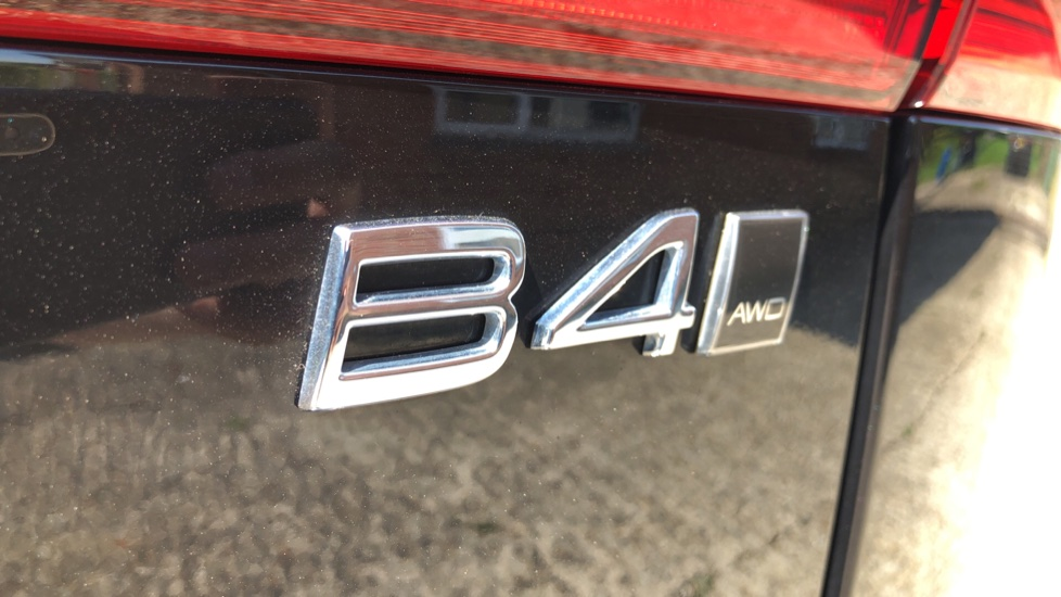 Volvo XC60 B4D Mild Hybrid R Design Pro AWD Auto, Sunroof, 360 Camera, Memory Seats, BLIS, Heated Screen image 41