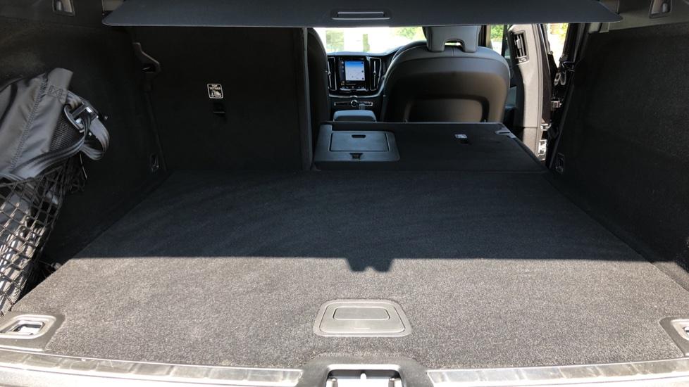 Volvo XC60 B4D Mild Hybrid R Design Pro AWD Auto, Sunroof, 360 Camera, Memory Seats, BLIS, Heated Screen image 35
