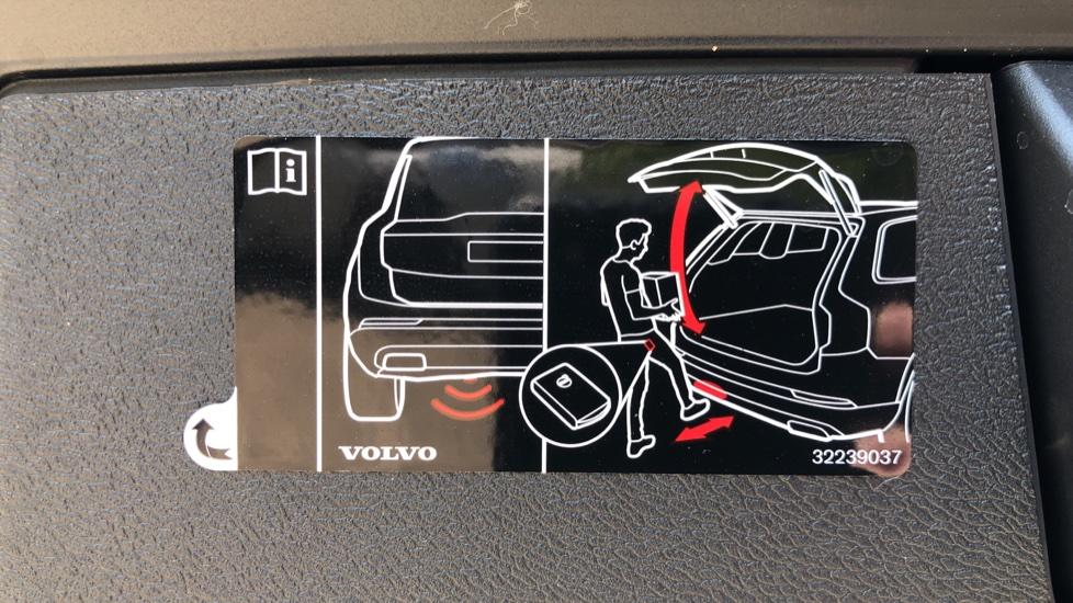 Volvo XC60 B4D Mild Hybrid R Design Pro AWD Auto, Sunroof, 360 Camera, Memory Seats, BLIS, Heated Screen image 34