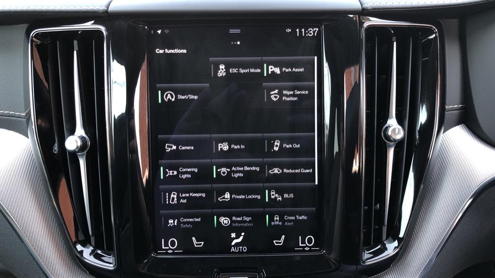 Volvo XC60 B4D Mild Hybrid R Design Pro AWD Auto, Sunroof, 360 Camera, Memory Seats, BLIS, Heated Screen image 26
