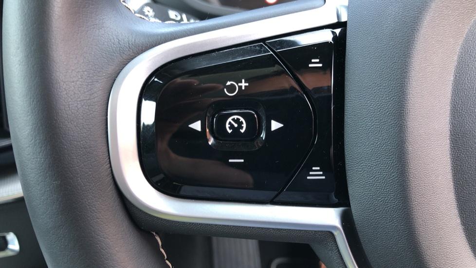 Volvo XC60 B4D Mild Hybrid R Design Pro AWD Auto, Sunroof, 360 Camera, Memory Seats, BLIS, Heated Screen image 15