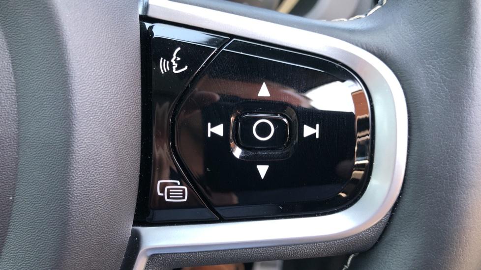 Volvo XC60 B4D Mild Hybrid R Design Pro AWD Auto, Sunroof, 360 Camera, Memory Seats, BLIS, Heated Screen image 16