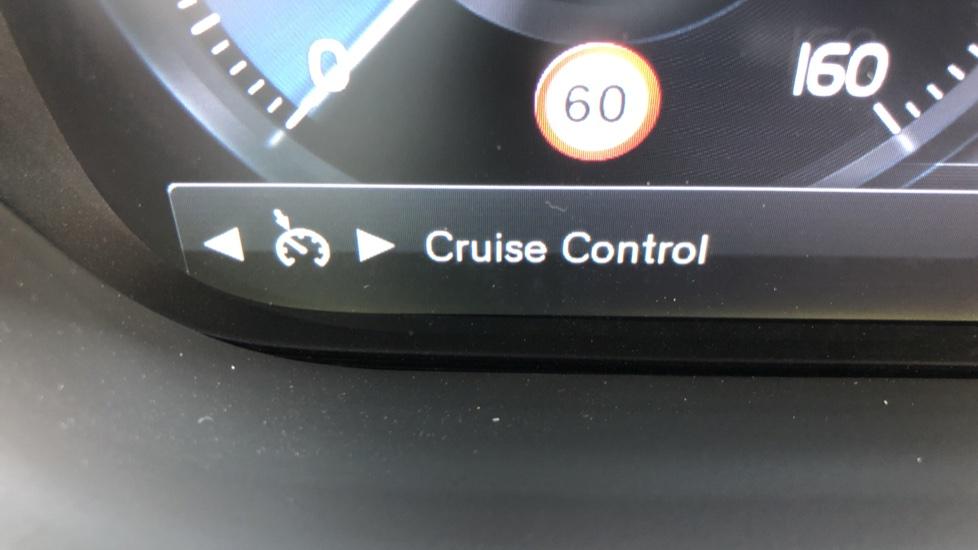Volvo XC60 B4D Mild Hybrid R Design Pro AWD Auto, Sunroof, 360 Camera, Memory Seats, BLIS, Heated Screen image 13