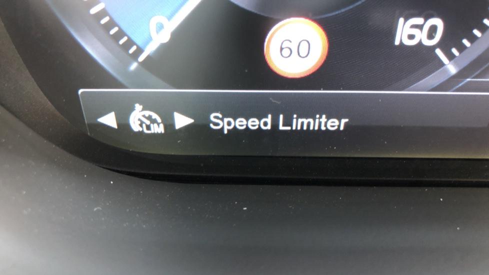 Volvo XC60 B4D Mild Hybrid R Design Pro AWD Auto, Sunroof, 360 Camera, Memory Seats, BLIS, Heated Screen image 14