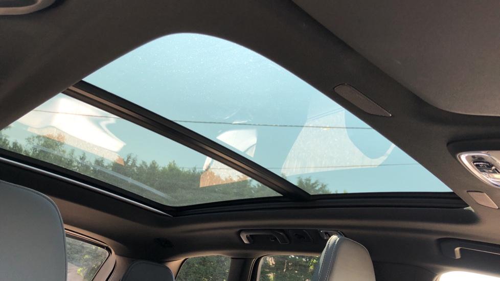 Volvo XC60 B4D Mild Hybrid R Design Pro AWD Auto, Sunroof, 360 Camera, Memory Seats, BLIS, Heated Screen image 5