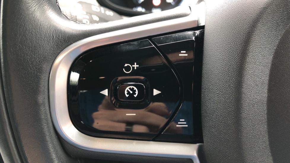 Volvo S90 D4 Inscription Auto, Nav, Heated Screen & Steering Wheel, DAB, CarPlay, R. Camera, Keyless Drive image 17