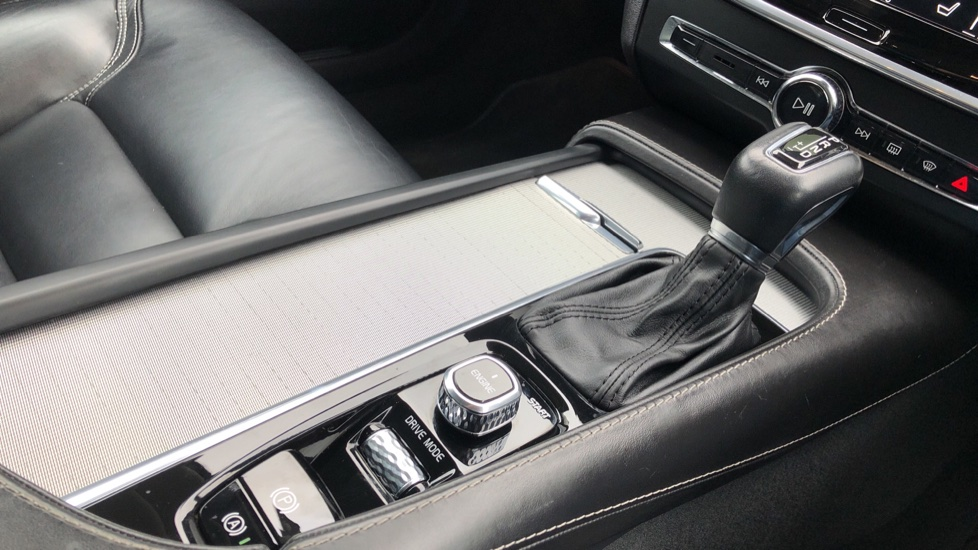 Volvo S90 D4 Inscription Auto, Nav, Heated Screen & Steering Wheel, DAB, CarPlay, R. Camera, Keyless Drive image 28