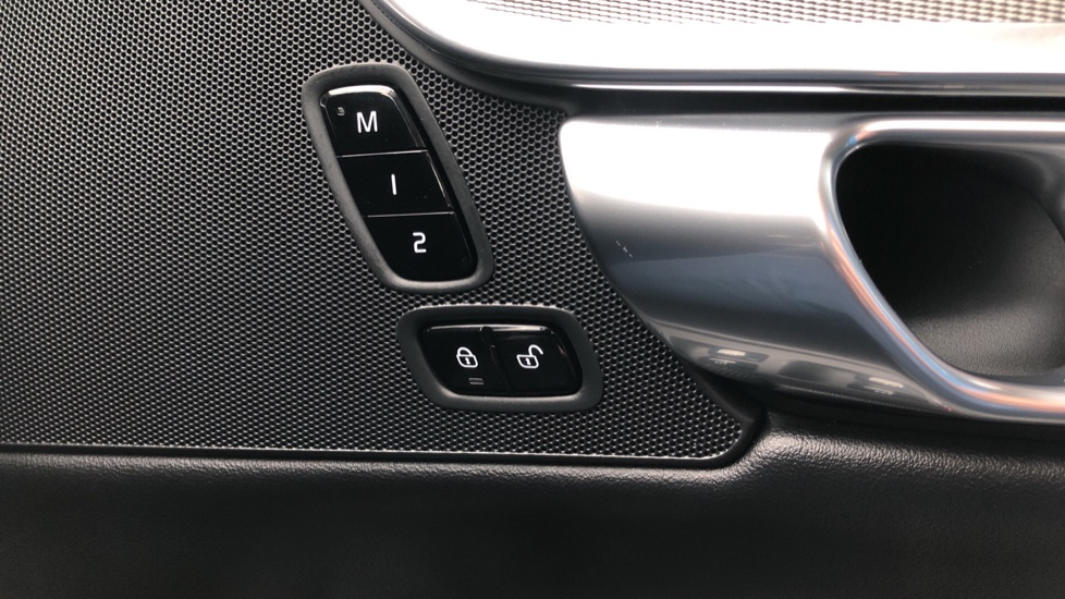 Volvo S90 D4 Inscription Auto, Nav, Heated Screen & Steering Wheel, DAB, CarPlay, R. Camera, Keyless Drive image 36