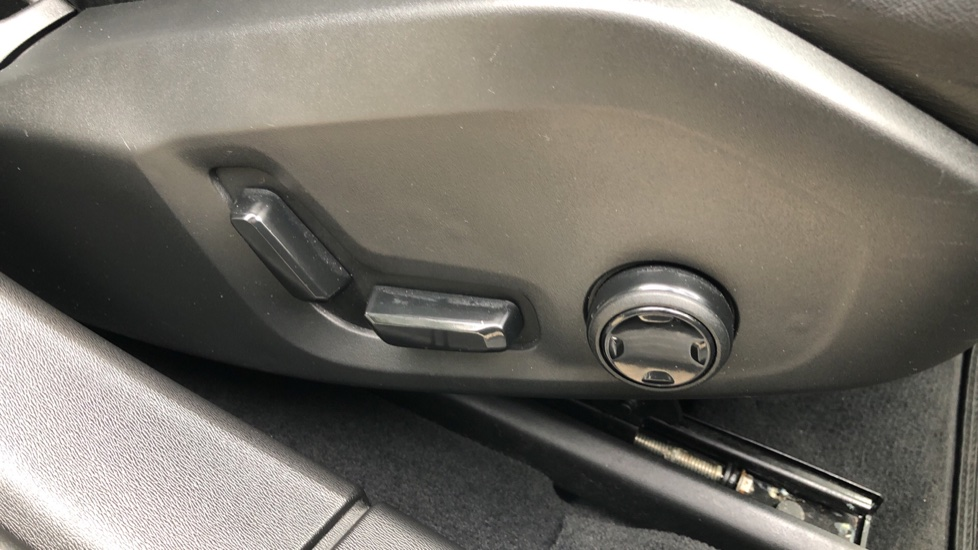 Volvo S90 D4 Inscription Auto, Nav, Heated Screen & Steering Wheel, DAB, CarPlay, R. Camera, Keyless Drive image 19