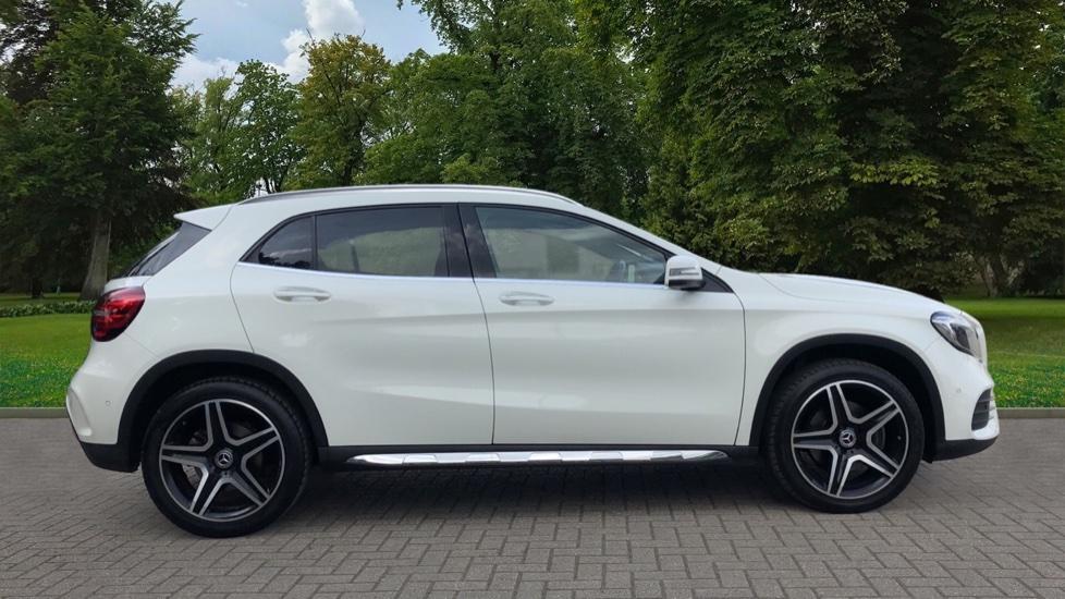 Mercedes-Benz GLA-Class GLA 250 4Matic AMG Line Premium Plus Auto, Nav, Sunroof, R.Camera, Heated Seats, F & R Sensors image 2