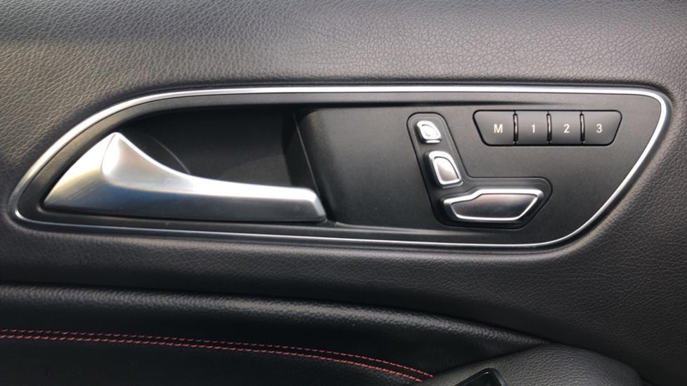 Mercedes-Benz GLA-Class GLA 250 4Matic AMG Line Premium Plus Auto, Nav, Sunroof, R.Camera, Heated Seats, F & R Sensors image 21