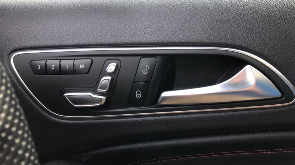 Mercedes-Benz GLA-Class GLA 250 4Matic AMG Line Premium Plus Auto, Nav, Sunroof, R.Camera, Heated Seats, F & R Sensors image 22
