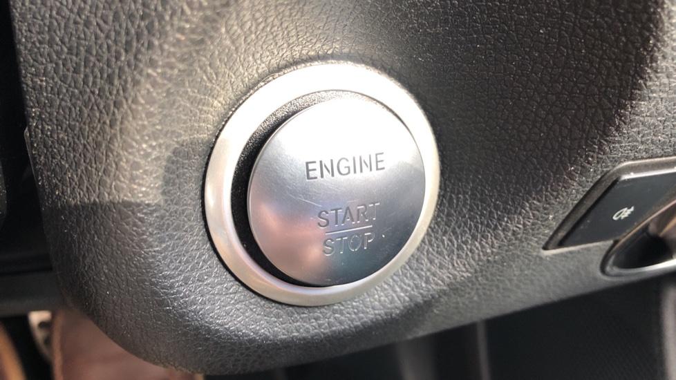Mercedes-Benz GLA-Class GLA 250 4Matic AMG Line Premium Plus Auto, Nav, Sunroof, R.Camera, Heated Seats, F & R Sensors image 19