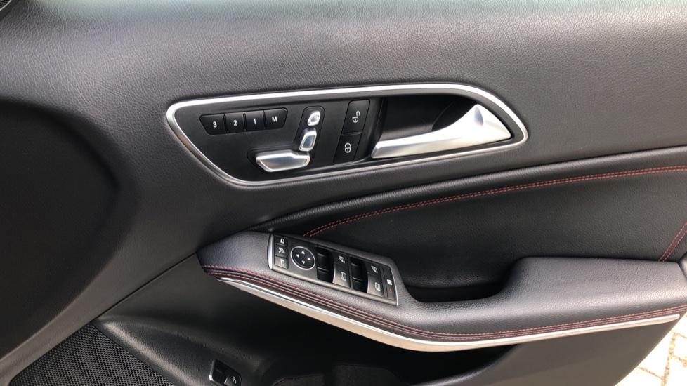 Mercedes-Benz GLA-Class GLA 250 4Matic AMG Line Premium Plus Auto, Nav, Sunroof, R.Camera, Heated Seats, F & R Sensors image 49