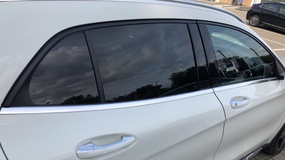 Mercedes-Benz GLA-Class GLA 250 4Matic AMG Line Premium Plus Auto, Nav, Sunroof, R.Camera, Heated Seats, F & R Sensors image 39